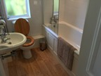 Woodpecker Annexe: the en-suite bathroom.
